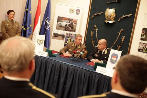 3ca51cc1ec34 Benkő Tibor, a honvédvezérkar főnöke és Papp Károly országos  rendőrfőkapitány írta alá a két szervezet