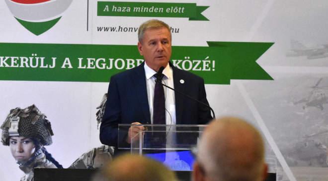 Benkő Tibor, honvédelmi miniszter
