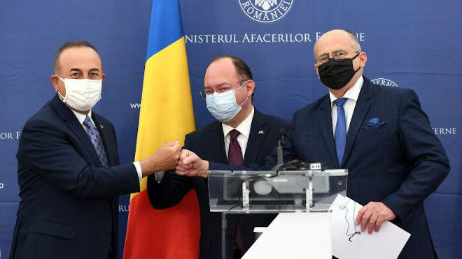 Bogdan Aurescu, Zbigniew Rau és Mevlüt Cavusoglu (Foto: Agerpress)