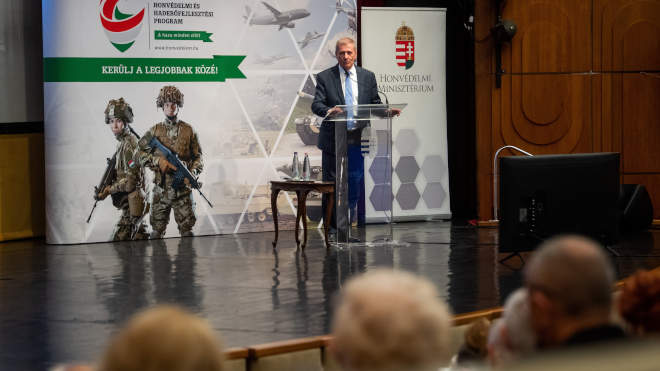 Benkő Tibor honvédelmi miniszter