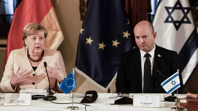 Angela Merkel és Naftali Bennett