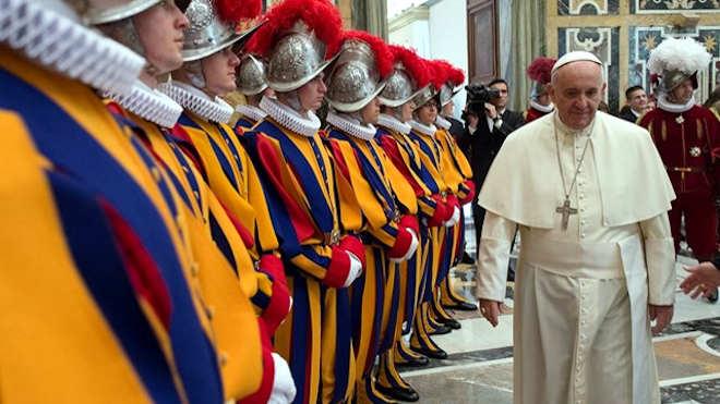 Ferenc pápa és a svájci gárda