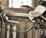 Bíróság - láncon az elítélt