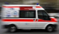 Száguldó mentő viszi a beteget a kórházba...