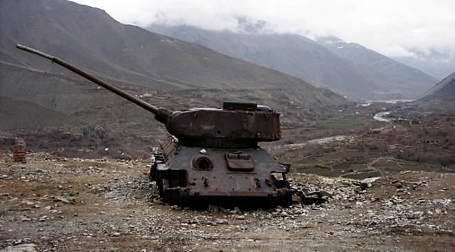 Afganisztán, tank, roncs