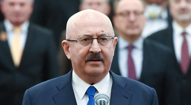 Juhász Miklós megválasztott alkotmánybíró leteszi az esküt az Országgyűlés plenáris ülésén 2020. március 24-én. MTI/Koszticsák Szilárd