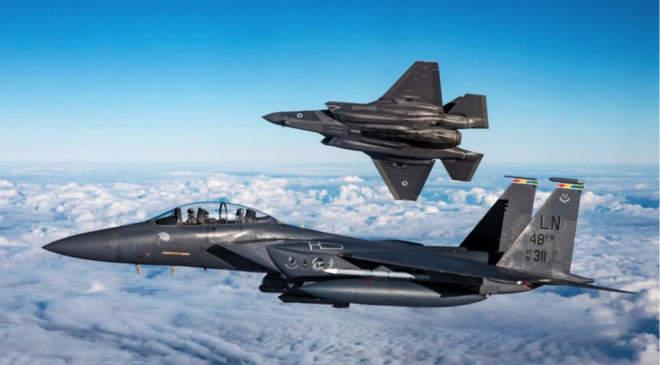 Hiperszonikus fegyverek hordozására alkalmas F-15EX típusú vadászgép
