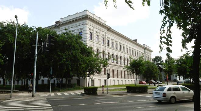 Nemzeti Közszolgálati Egyetemen (NKE), a Ludovika Campus-projekt keretében felújított Ludovika szárnyépülete