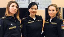 Anna Brikez naszádparancsnok tizedes, Olga Csulkova főgépész tizedes és Julija Kurocskina kormányos-jeladó matró
