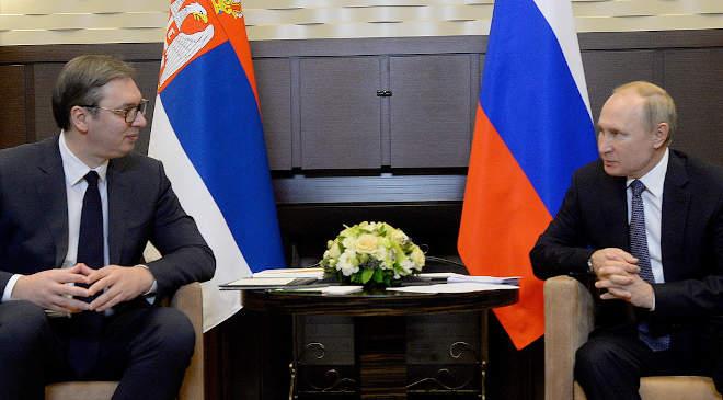 Aleksandar Vucic szerb és Vlagyimir Putyin orosz államfő