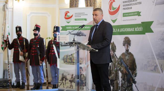 Ruszin Romulusz, a Honvédelmi Minisztérium humánpolitikai államtitkára beszédet mond a honvédkadét-szakképzés elindítása alkalmából tartott zalaegerszegi rendezvényen 2020. október 6-án. MTI/Varga György