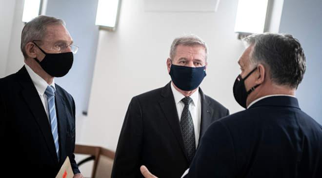 Pintér Sándor belügyminiszter, Benkő Tibor honvédelmi miniszter és Orbán Viktor miniszterelnök