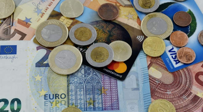 forint, euro, bankkártya