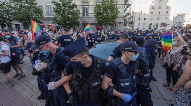 Lengyelorszag, rendőr, tüntetés, LMBTQ