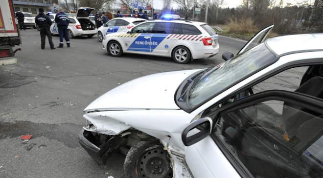 menekülő részeg, összetört autó