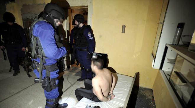 letartóztatás, rendőr