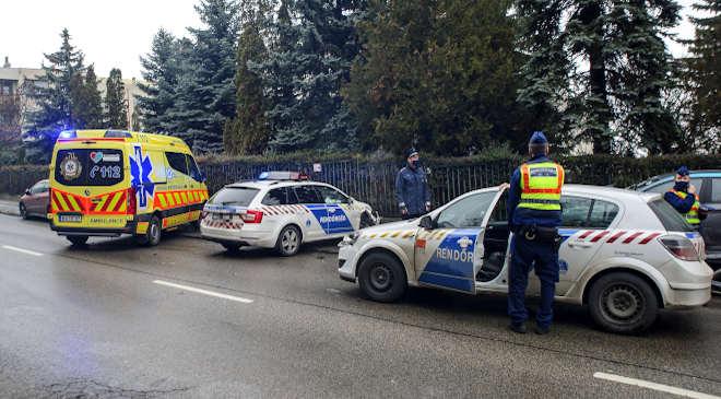 rendőrautók, karambol
