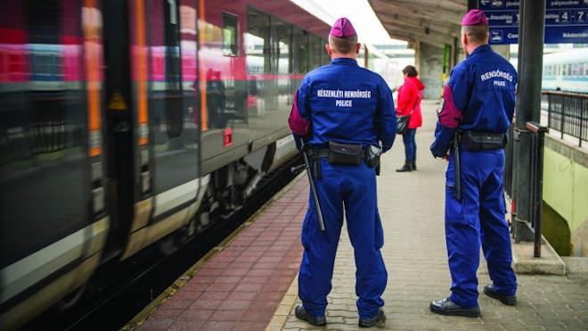 vonat, rendőr