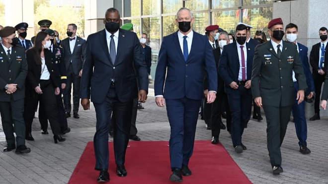 Lloyd Austin amerikai védelmi miniszter és Beni Ganz Izrael védelmi miniszterrel