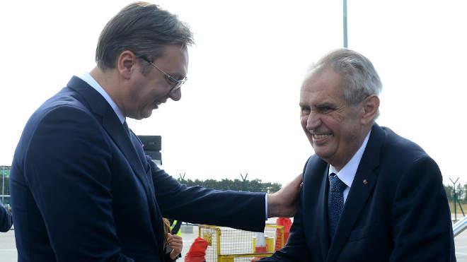 Aleksandar Vucic szerb elnök és Milos Zeman cseh államfő