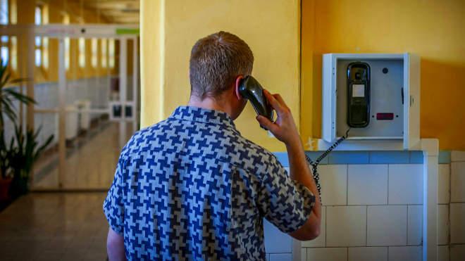 börtön telefon