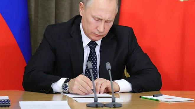 Putyin aláír