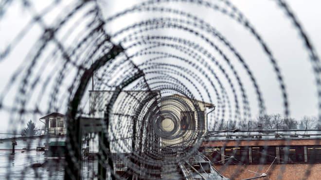 börtön fegyház szögesdrót