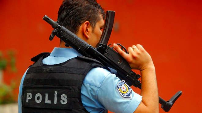 török rendőr